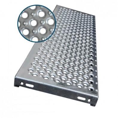 Marche escalier acier à picots antidérapants et grandes perforations 600 x 240 mm galvanisée
