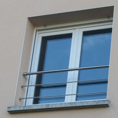 Garde corps de fenêtre en inox brossé diamètre 33,7 mm et 2 lisses 12 mm