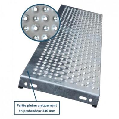 Marche escalier acier à picots antidérapants et petites perforations 600 x 240 mm galvanisée