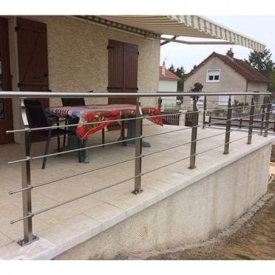 Garde corps inox en kit 4 barres avec poteaux design pour terrasse, escalier, balcon ou mezzanine