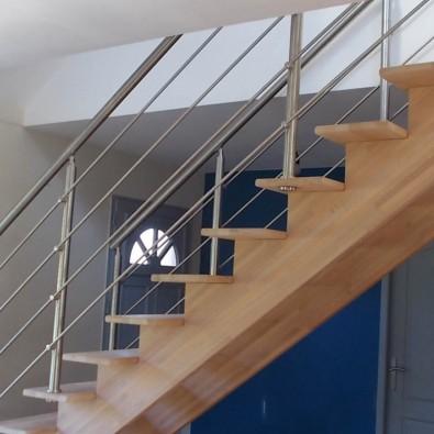 Garde corps inox pour escalier à limon central, à barres, pose traversante