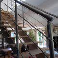 Garde corps inox pour escalier à limon central, à barres, pose traversante 3